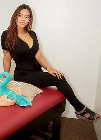 Masajista Profesional Realizo masajes relajantes y descontracturantes,  sobre camilla profesional, con cremas y aceites neutros.   Con reserva de turnos.   - Atención ambos sexos -