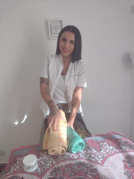 Hola mi nombre es María Gabriela 🙋🏽♀️ te cuento  👇🏼👇🏼👇🏼👇🏼Los masajes son:🌸 Masajes Relajantes🌸 Masajes Descontracturantes🌸 Masajes terapéuticos🌸 Masajes Deportivos- Consultorios con tatami - También tenemos baño con ducha 🚿 Ambiente climatizado -